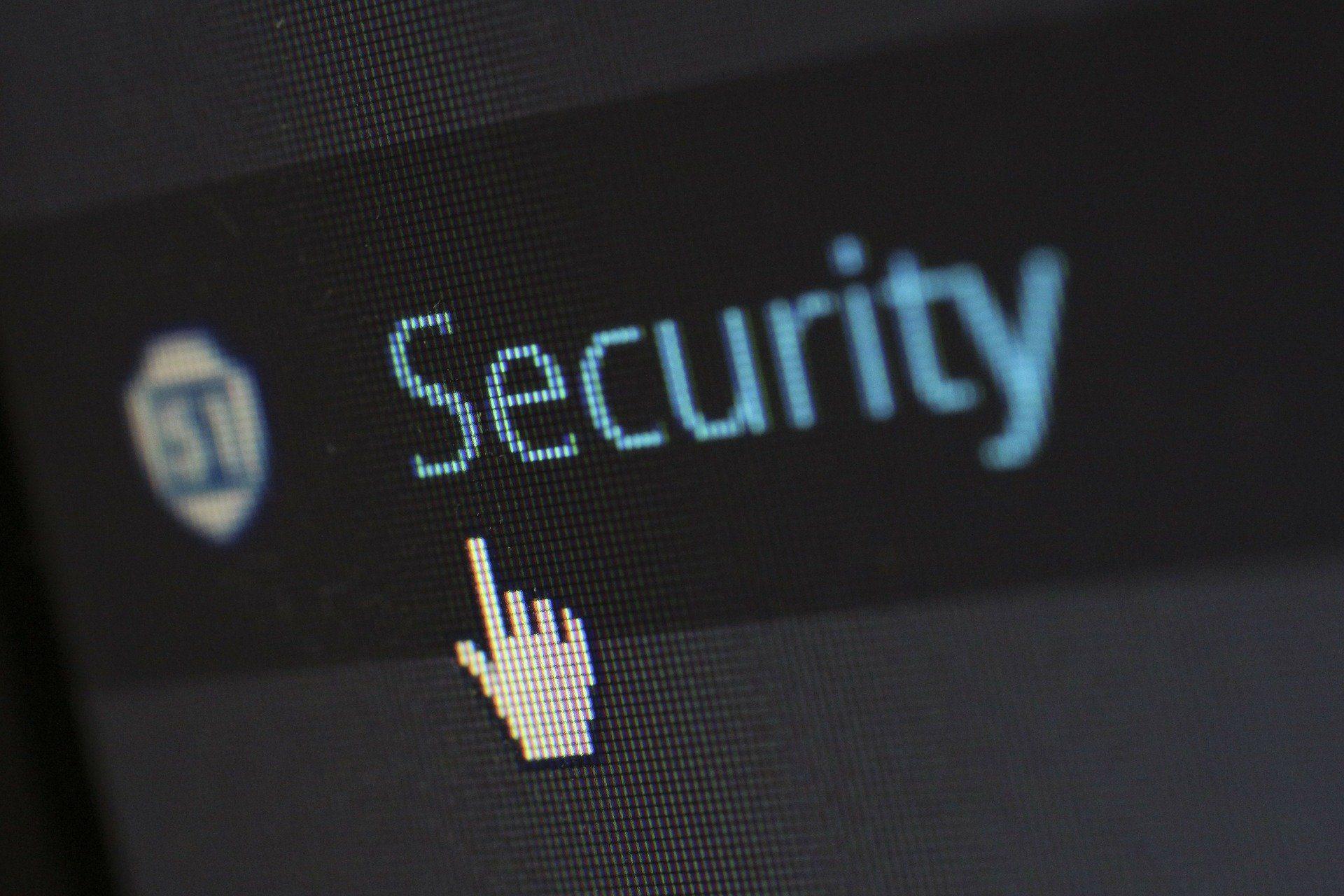 """Imagem de uma tela de computador com a palavra """"security"""" (segurança)"""